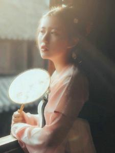 大方古装美女光阴中烟雾缭绕气质写真