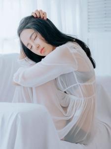 洁白私房内性感透视睡衣美女身材玲珑