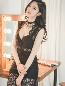 梳妝臺前美胸美模蕾絲連體褲靈動俏皮