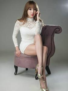 韓國煙熏妝性感輕熟女俏麗美腿女王范