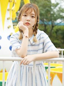 养眼的麻花辫短裙可爱美女写真