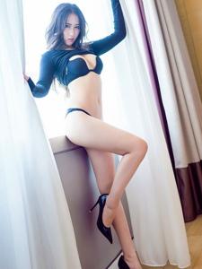 性感女神高跟长腿翘臀美背诱惑撩人写真