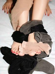 小图妹诱惑裸足美脚与丝袜的亲密交融