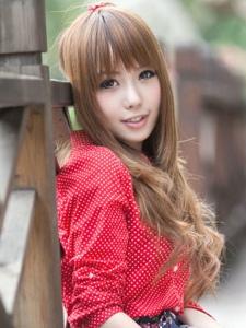 清纯长发甜美小妹阳光温馨迷人写真