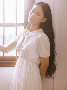 温柔长发白裙美女私房恬静怡人写真
