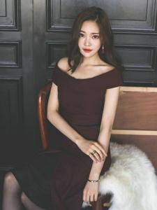 毛毯裸肩裙成熟美模气质优雅女人味足