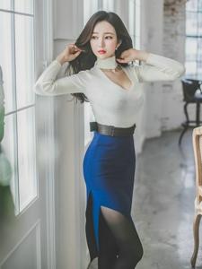 撩發爆乳美模低胸裙秀深溝變性感熟女
