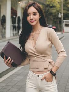 时尚美女模特白色牛仔裤街拍写真