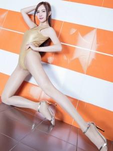 高叉裤腿模Dora修长细直美腿丝袜性感多姿