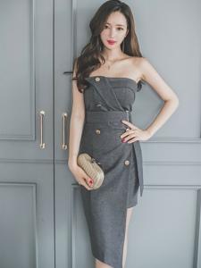靠墻抹胸裙美模時尚烈焰紅唇玩性感