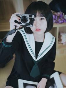 爱上摄影的学生头短发学生装私房温馨写真