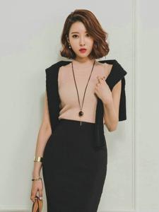 知性卷发模特包臀裙秀完美身材韵味足