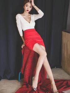 凳子上的长腿美模太香艳美乳呼之欲出的魅惑