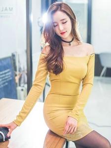 裸肩拉链裙美模气质优雅性感秀美胸身材凹凸