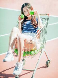 清纯少女网球场魅力写真可爱俏皮