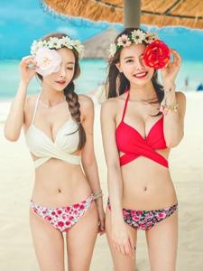 沙滩比基尼姐妹嫩模搞怪可爱窈窕迷人