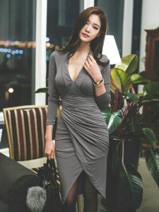性感美乳美模包臀裙大秀迷人风姿