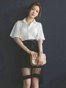 蕾丝镂空纱裙美模性感爆棚清爽笑容显甜美