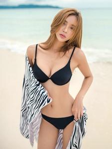 沙滩金发美女模特比基尼美艳动人丰满身材性感