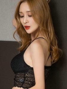 狐媚女王蕾絲酥胸粉臀激情美好嬌軀寫真