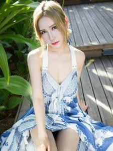 嫩白肌肤美瞳美女长裙甜美阳光照人