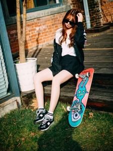 帅气滑板少女街头酷炫写真魅力十足