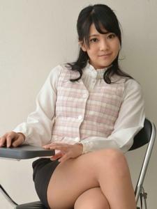 端庄秀丽的女职员气质肉丝美腿高跟制服写真