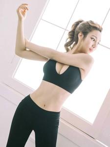室內運動美女膚色健康笑容明朗