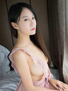 性感美女猩一围裙制服真空大奶妩媚写真