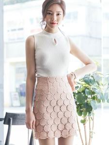 氣質美女模特粉嫩半身裙清純甜美動人