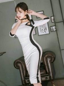 客厅内空气刘海美模经典黑白裙婀娜多姿
