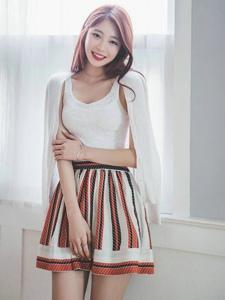 超短蓬蓬裙美女模特纤细腰部白嫩美腿