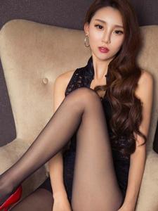 性感女神赵琳儿包臀裙黑丝高跟美腿喷鼻艳写真