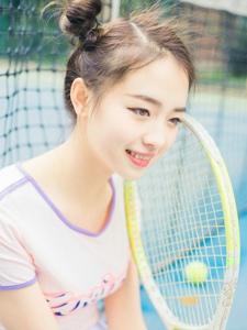 哪吒头少女网球场雪肤白皙清新写真