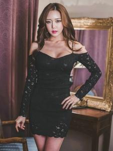 古典私房内妖娆美女模特低胸蕾丝裙丰满圆润