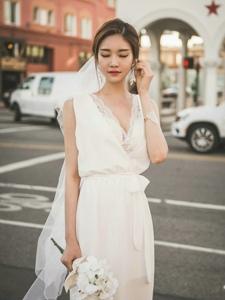 街頭超夢幻婚紗美模盡顯女神氣質