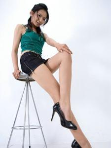 性感美女短裙高跟翹臀美腿撩人寫真