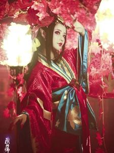 陰陽師鬼女紅葉染紅了的楓葉林