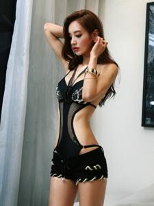 豹纹连体比基尼美女模特隐约可见小秀风情