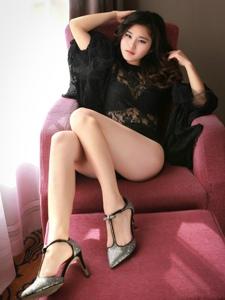 性感透視蕾絲情趣美女沙發上美腿婀娜多姿
