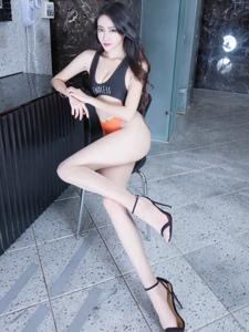 极品腿模Avril丰乳高跟美腿修长翘臀销魂写真