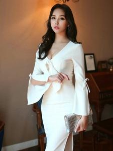 燈光下爆乳白裙模特凹凸有致玲瓏婀娜