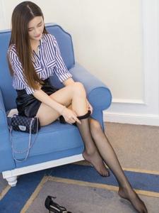 高挑緊身短裙美女格格污巫黑絲美腿撩人寫真