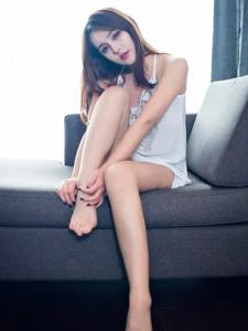 纤细美眉珍妮花翘臀私房美腿诱惑写真