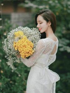唯美婚纱美模李妍静纯美侧颜杀浅笑迷人