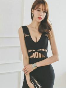 修身长裙美女模特腰部镂空显纤细小蛮腰