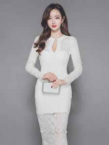 蕾丝镂空长裙美模清新自然肤白胜雪气质优雅