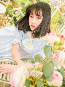 齐刘海萌妹子格子裙玩转小清新花园里甜美迷人
