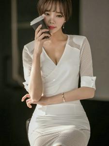空氣劉海美模深V蕾絲鏤空白裙愛喝咖啡