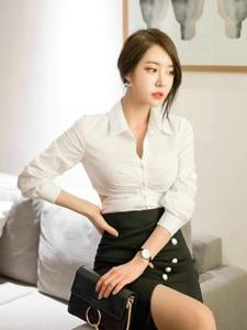 客厅内职业装模特简约时尚大气女神范